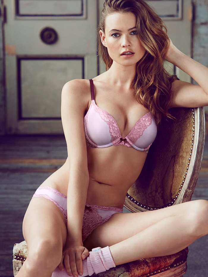 behati prinsloo lingerie shoot4 Just Lounging: Behati Prinsloos Sexy New Victorias Secret Images