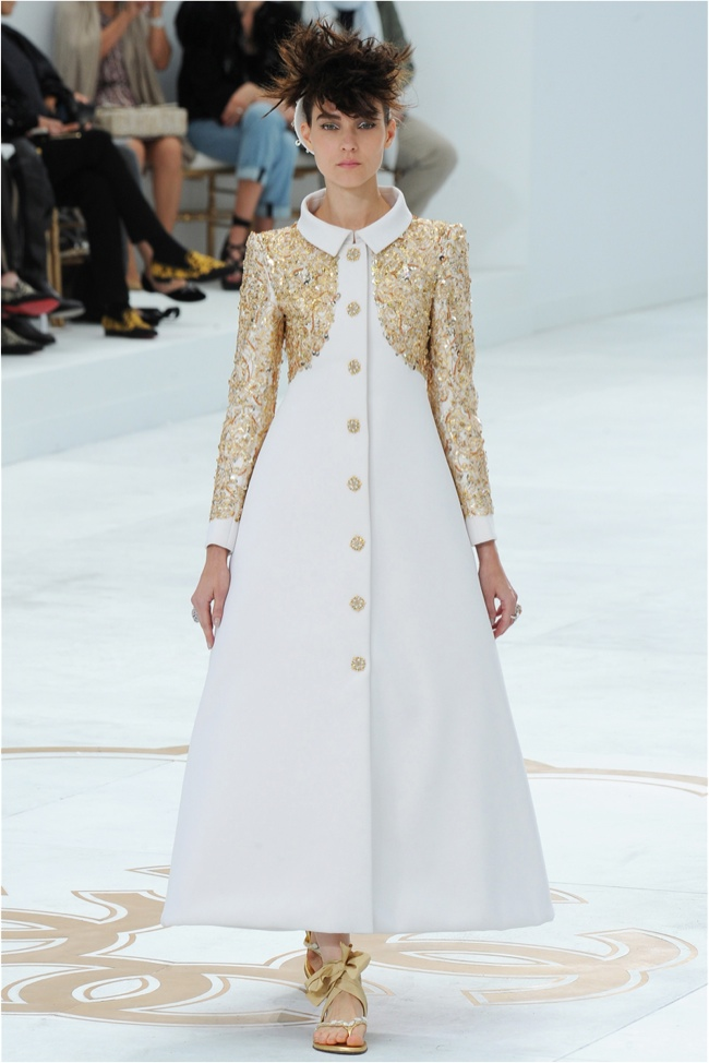 chanel haute couture 2014 fall show62 Chanels Fall 2014 Couture Show Gets Sculptural