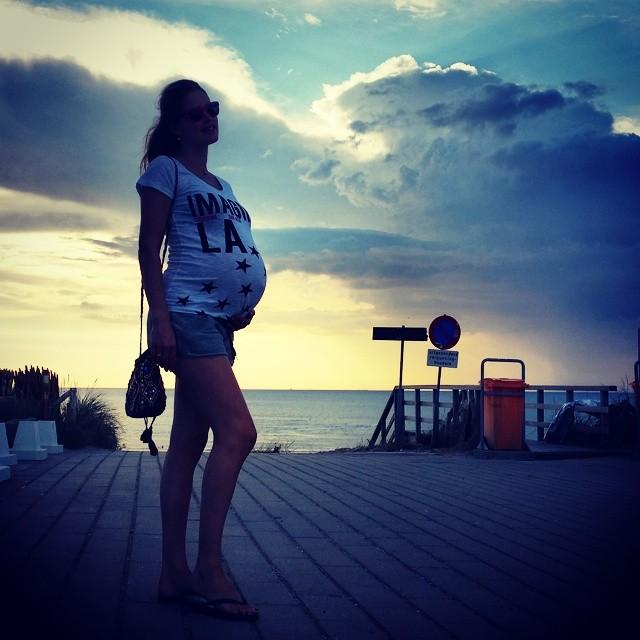 A pregnant Doutzen Kroes at the beach