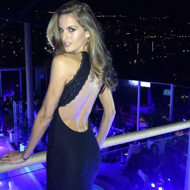 Izabel Goulart shows one of her good angles