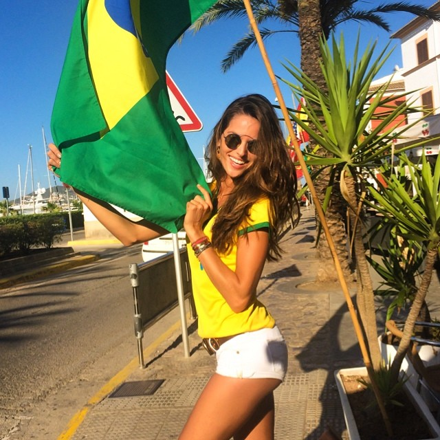 Izabel Goulart shows Brazilian pride