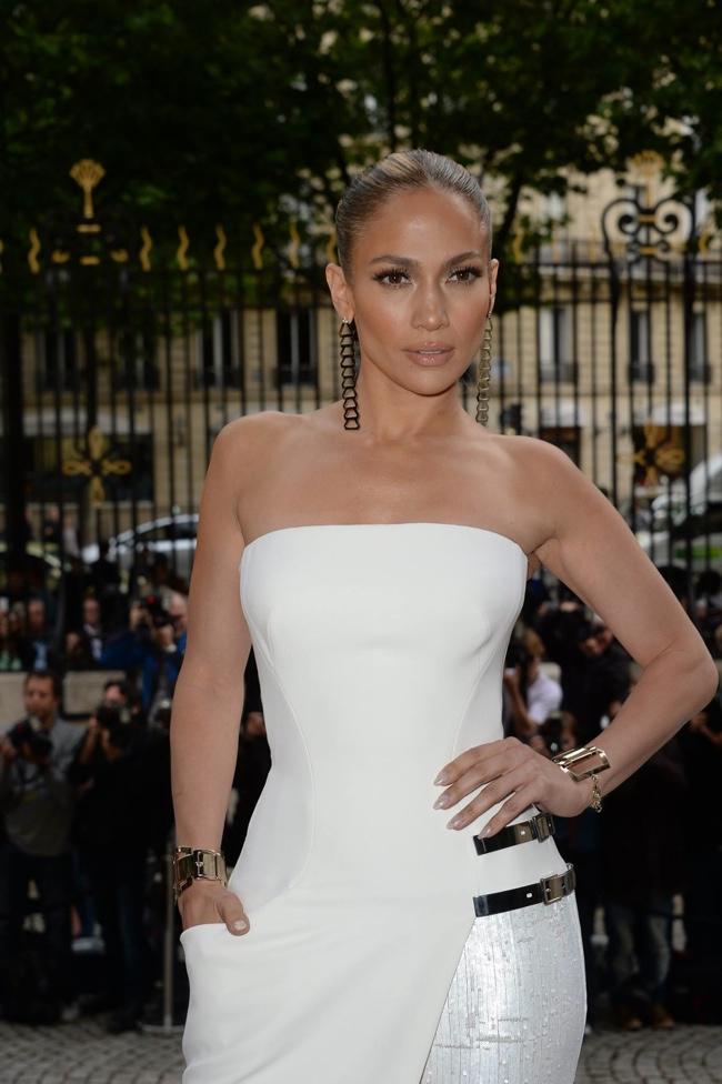 jennifer lopez atelier versace dress2 Jennifer Lopez Wears Atelier Versace at Couture Fashion Week