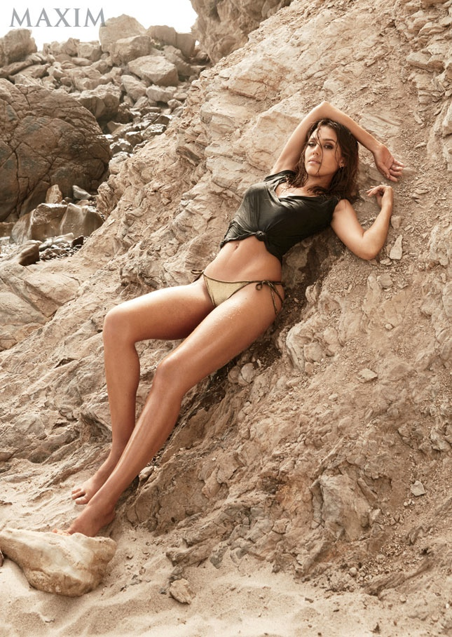 jessica alba maxim 2014 photo shoot1 Jessica Alba Flaunts Swimsuit Body for Maxim September 2014