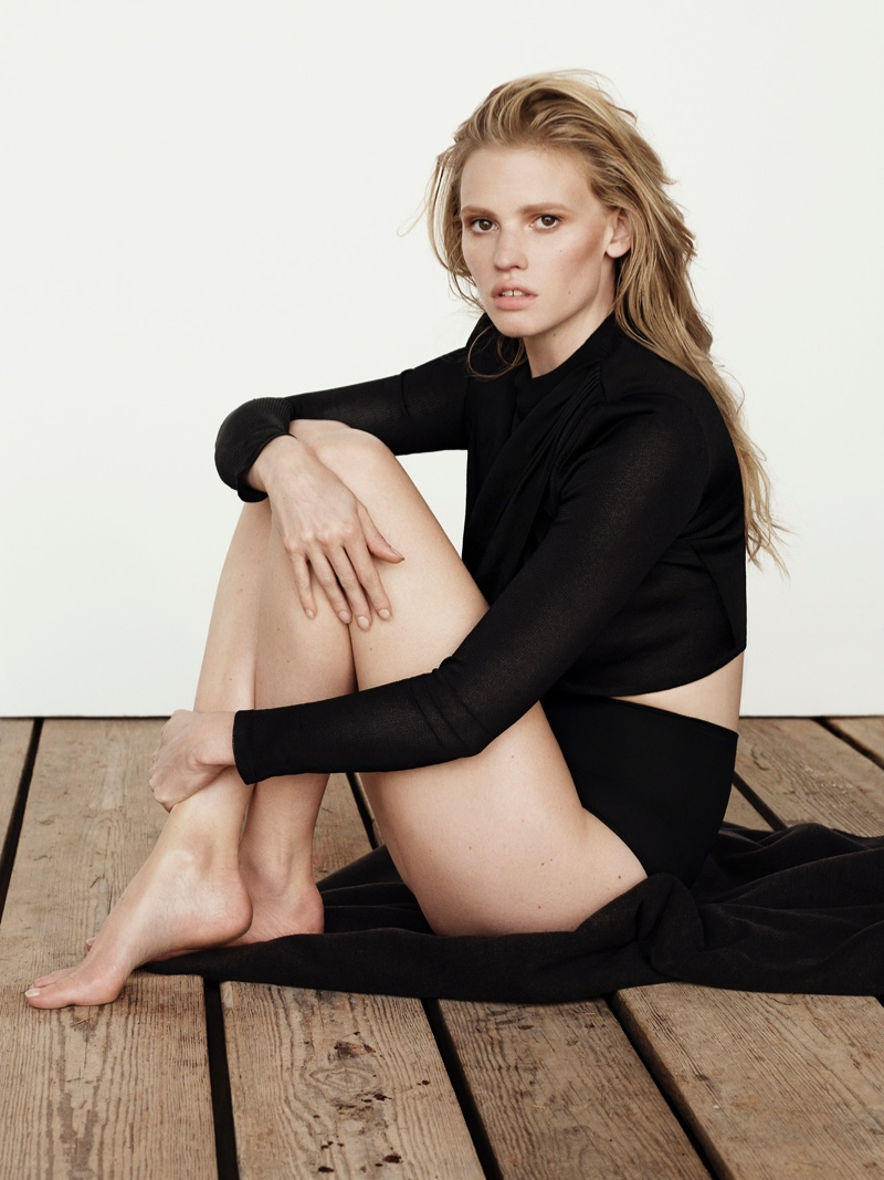lara-stone-body-shoot3