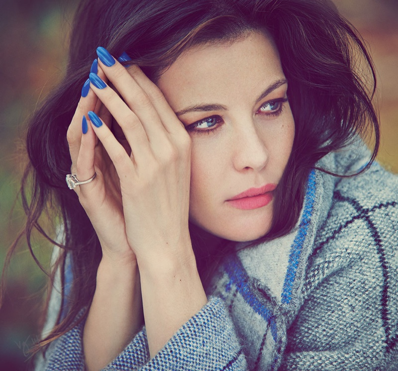 liv tyler 2014 shoot2 Liv Tyler is All Smiles for Violet Grey Shoot