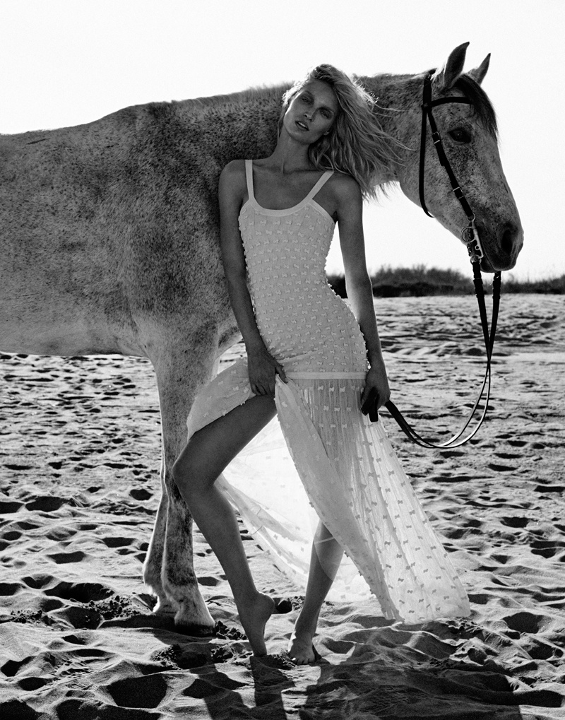 Melissa Tammerijn is a Beach Beauty for Xavi Gordo in Elle Russia