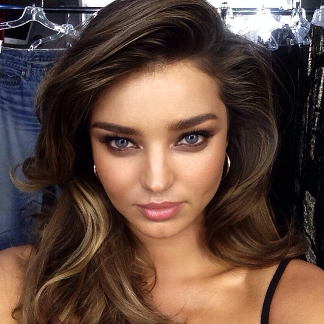Miranda Kerr shows off beauty look by makeup artist Hung Vanngo