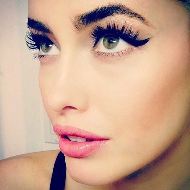 Sarah Stephens shows off cool eye makeup
