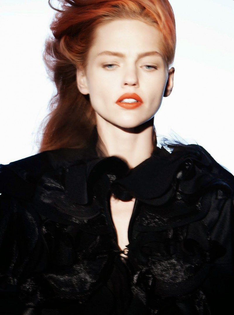 sasha vp012 800x1079 Sasha Pivovarova Rocks Red Hair, Fall Coats for Vogue Paris by David Sims