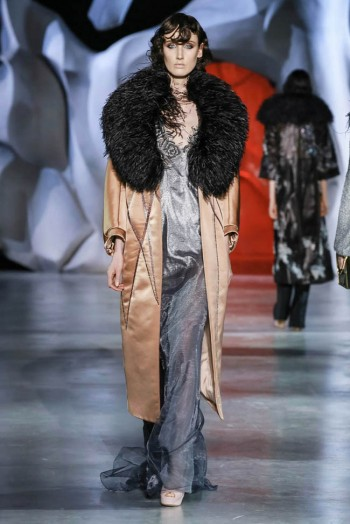ulyana-sergeenko-2014-fall-haute-couture-show19