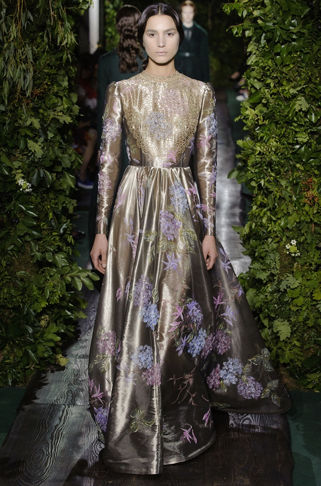 valentino 2014 fall haute couture show40 Valentino Shows Goddess Couture for Fall