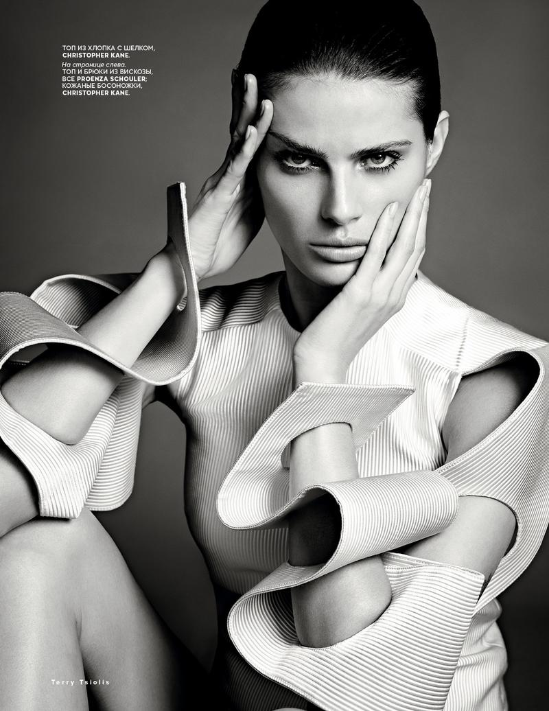 vogue ru005 Isabeli Fontana Turns Up the Glam for Vogue Russias New Cover Story