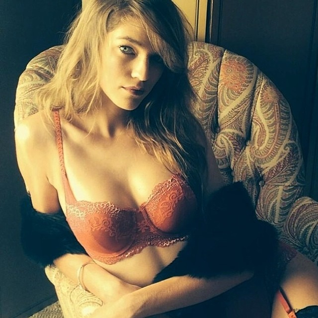 Samantha Gradoville shares sexy lingerie snap