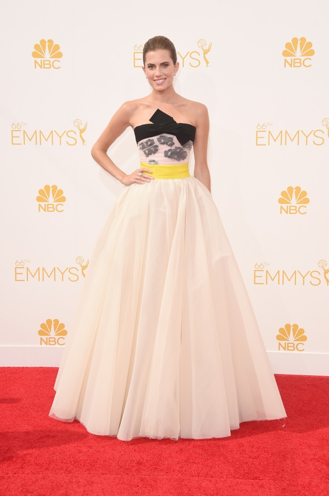 allison williams giambattista valli couture emmys dress 2014 Emmys Red Carpet Style