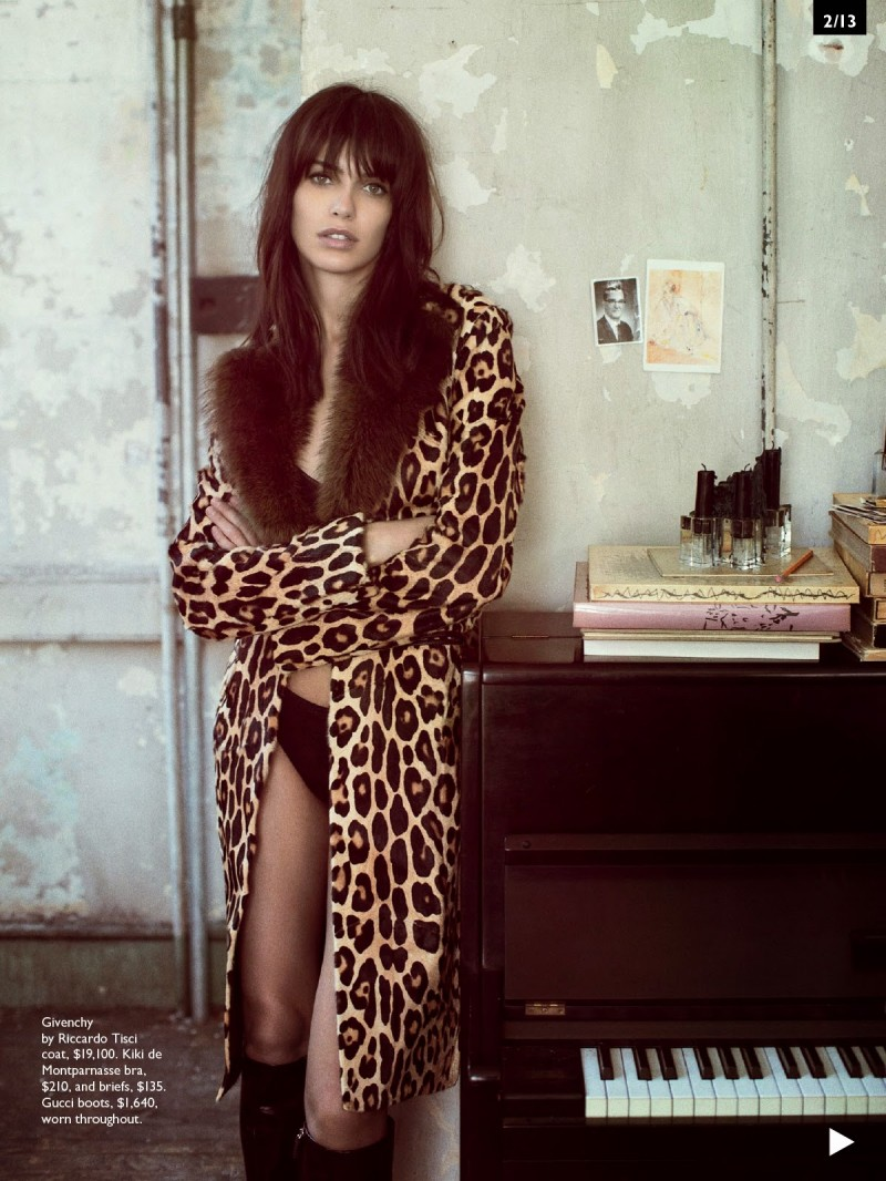 amanda vogue aus003 800x1066 Amanda Wellsh Rocks 60s Inspired Fashions for Vogue Australia by Sebastian Kim