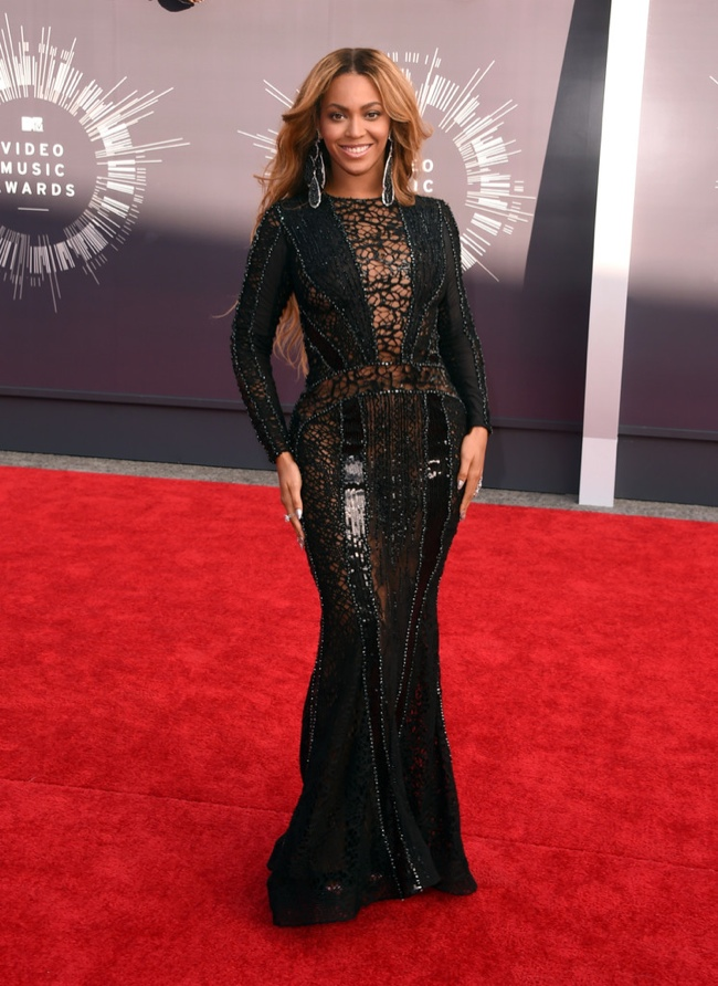 Beyonce glitters in black gown from Nicolas Jebran