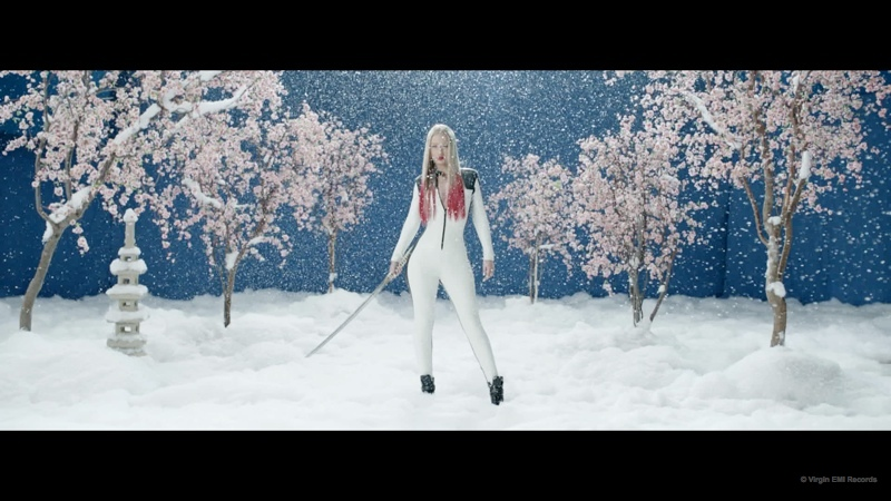 black-widow-music-video-iggy-azalea-rita-ora02