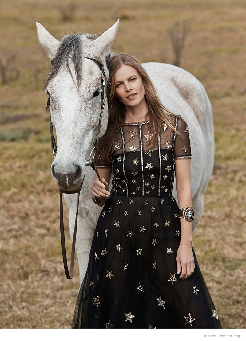 emma-balfour-horse-fashion-shoot-04