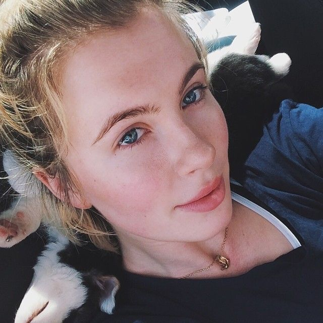 Ireland Baldwin takes a photo