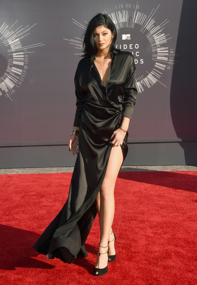 kylie jenner black dress vmas 2014 MTV VMAs Red Carpet Style