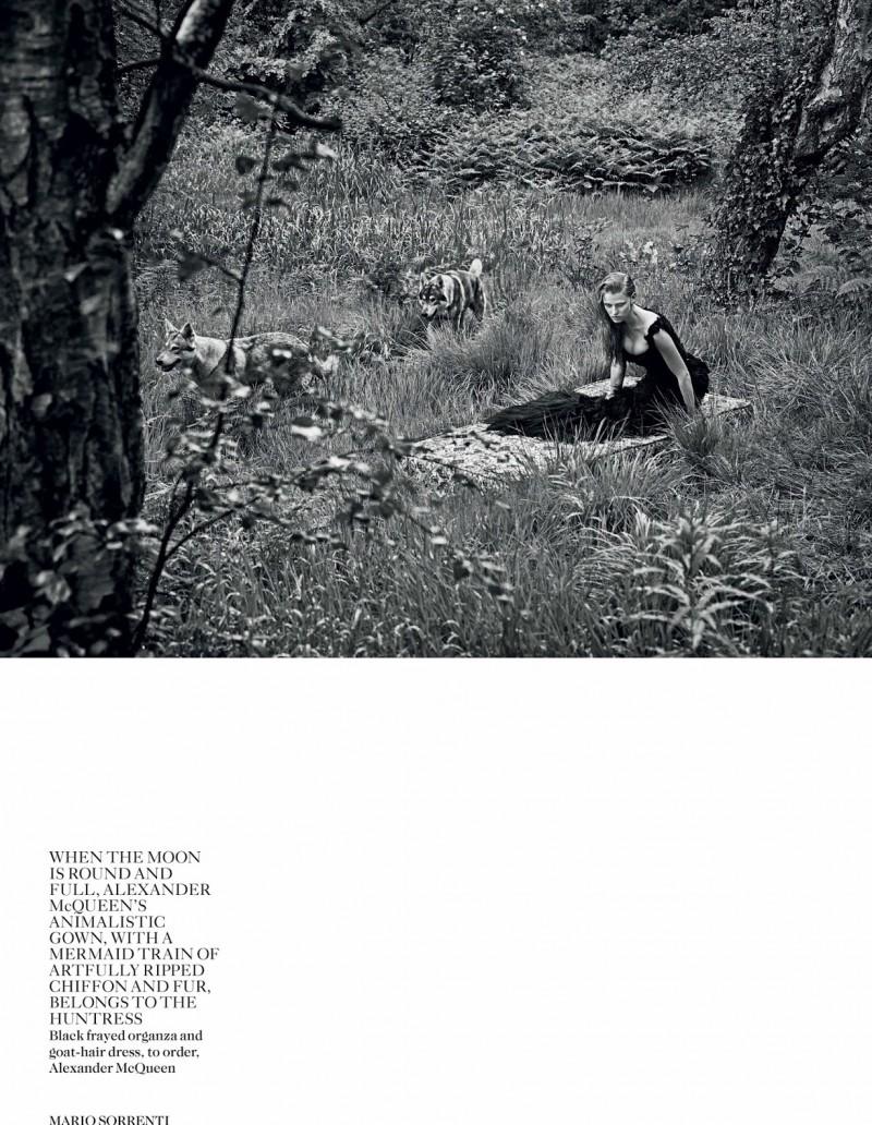 lara vogue uk006 800x1032 Lara Stone Poses with Fur, Wolves for Vogue UK Shoot by Mario Sorrenti