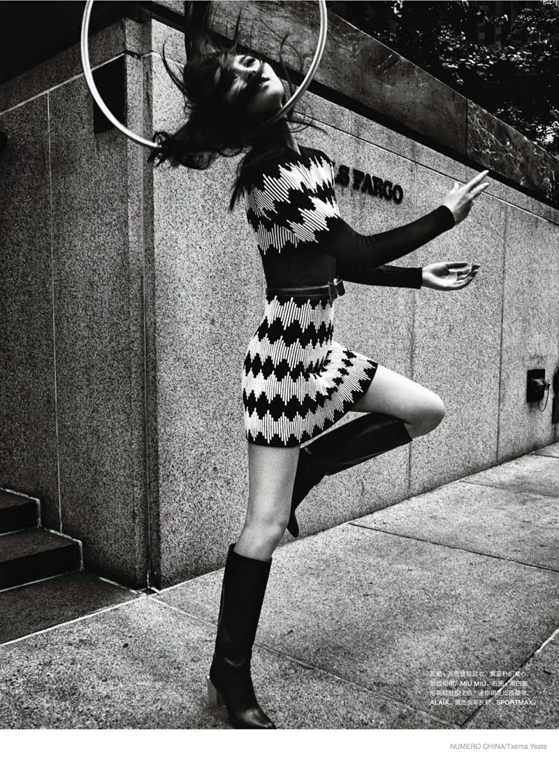 liu wen black white shoot03 Liu Wen Poses in Black & White for Txema Yeste in Numéro China Shoot