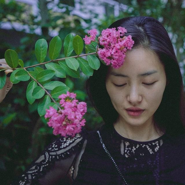 Liu Wen with flowers