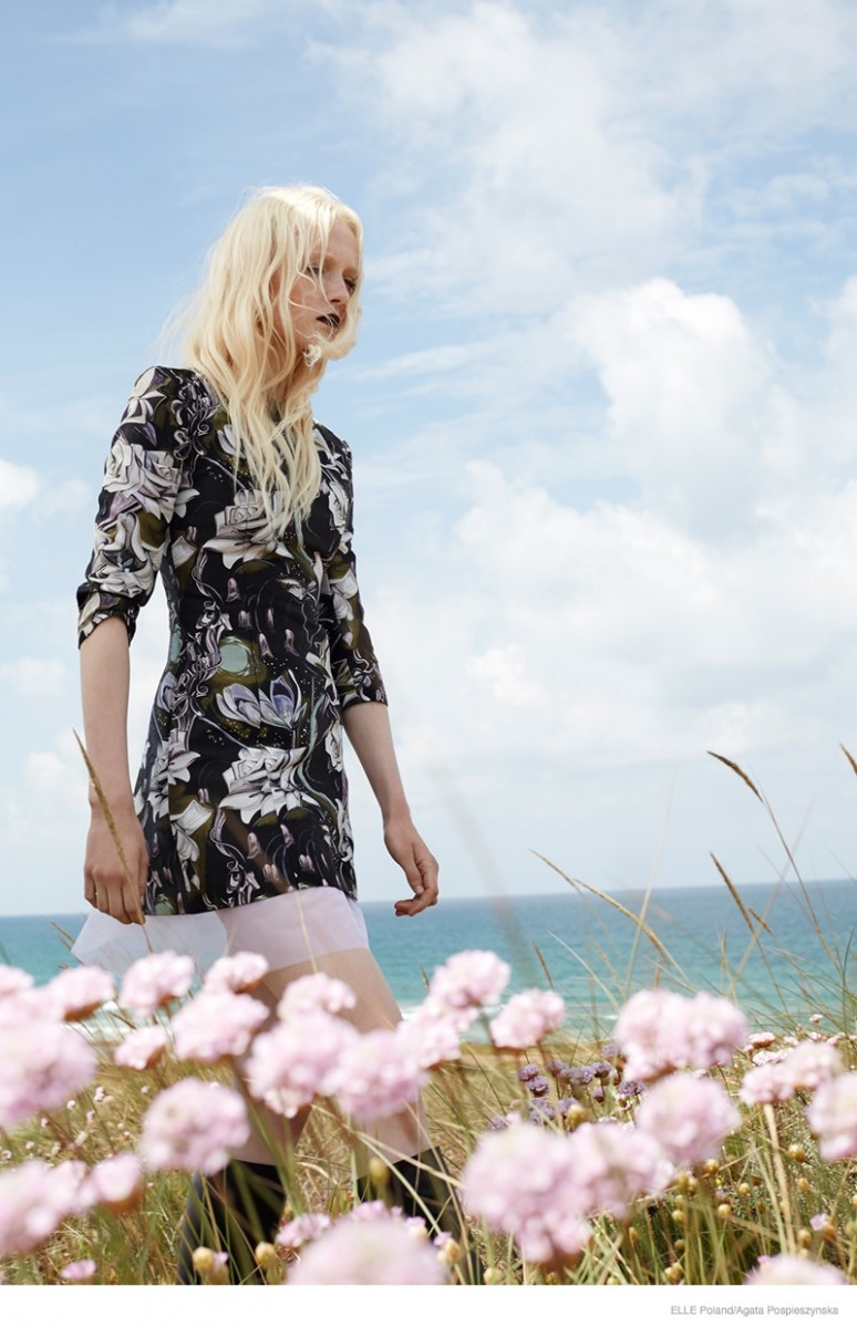 maja salamon outdoors shoot 2014 774x1200 Maja Salamon Poses Outdoors for ELLE Poland by Agata Pospieszynska