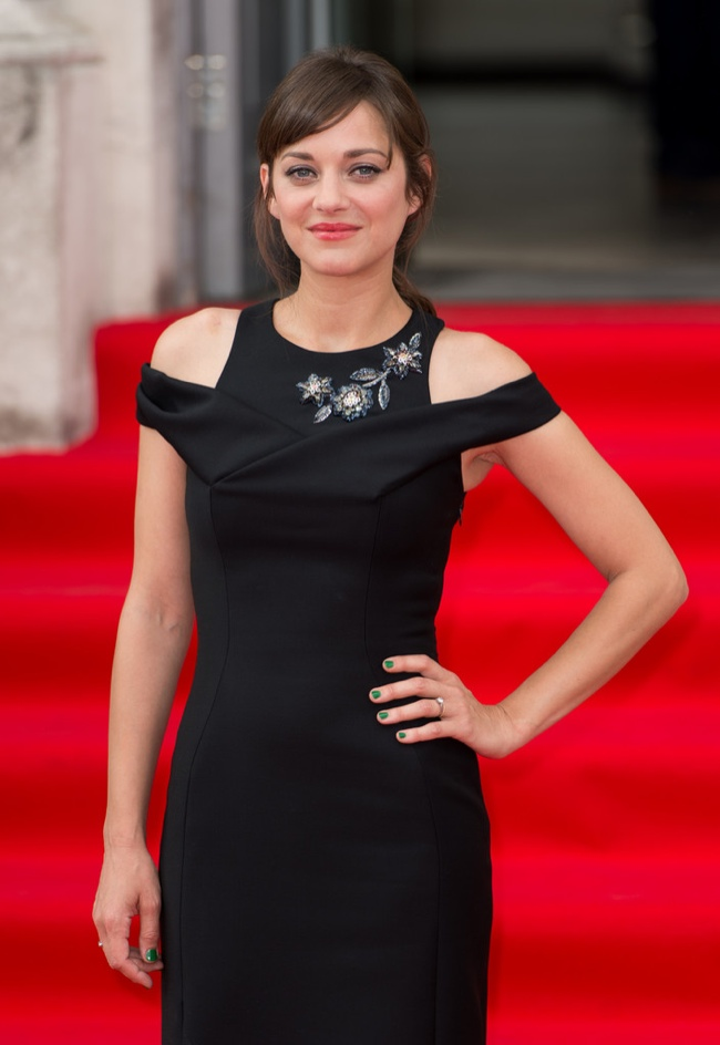 marion-cotillard-dior-black-dress02