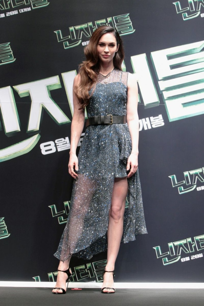 "Megan Fox Dons Sheer Jonathan Saunders Dress at ""Teenage Mutant Ninja Turtles"" Press Conference"
