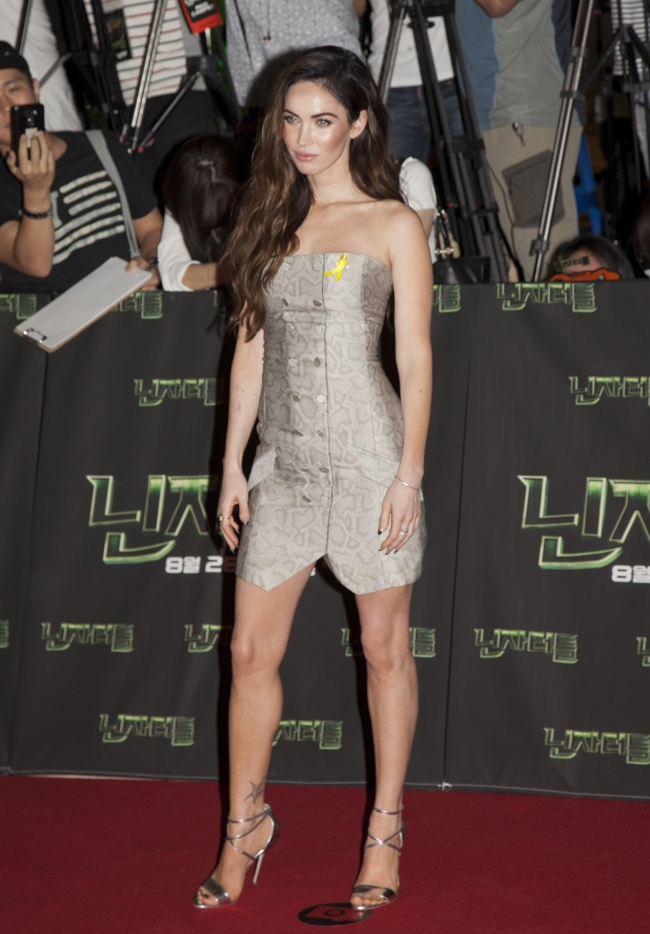 megan-fox-snakeskin-print-dress-jenni-kayne02