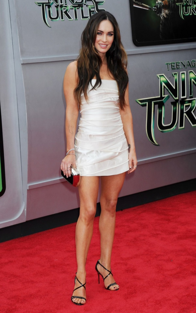 "Megan Fox Wears Marc Jacobs Mini Dress at ""Teenage Mutant Ninja Turtles"" LA Premiere"
