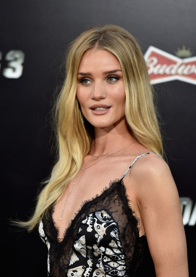 "rosie huntington whiteley emilio pucci lace slip dress02 Rosie Huntington Whiteley in Emilio Pucci Slip Dress at ""The Expendables 3"" LA Premiere"