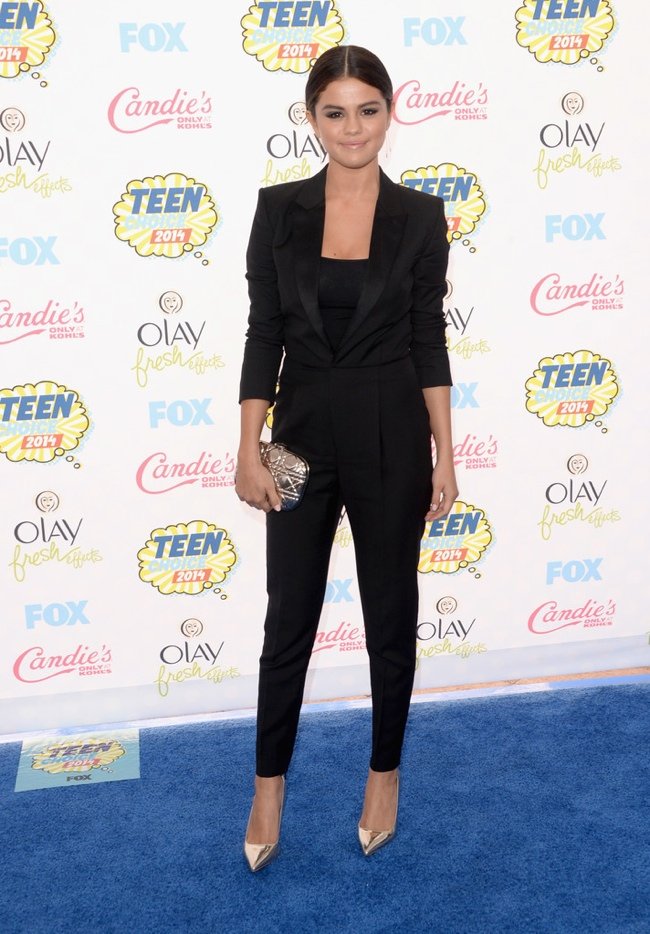 selena gomez black suit 2014 Teen Choice Awards Red Carpet Style: Taylor Swift, Selena Gomez, Ariana Grande + More