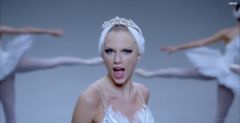 "Taylor Swift Can't Dance in Her ""Shake It Off"" Music Video"