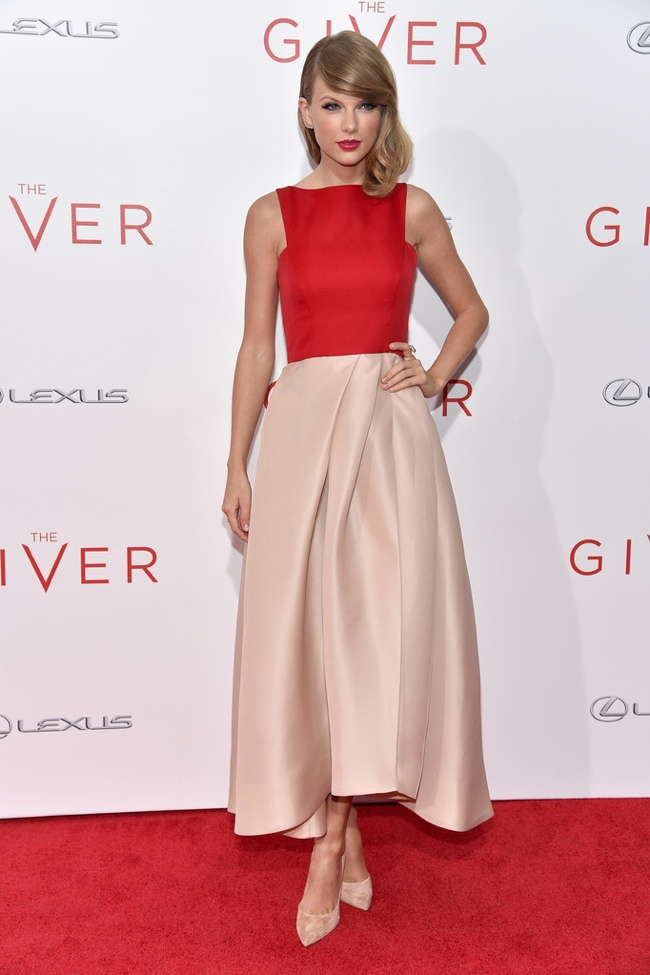 taylor-swift-red-blush-monique-lhuillier-gown