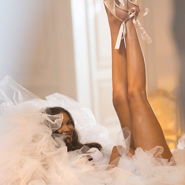 victorias secret holiday behind the scenes02 Wings, Tulle, Sparkle! Victoria's Secret Holiday 2014 Behind the Scenes