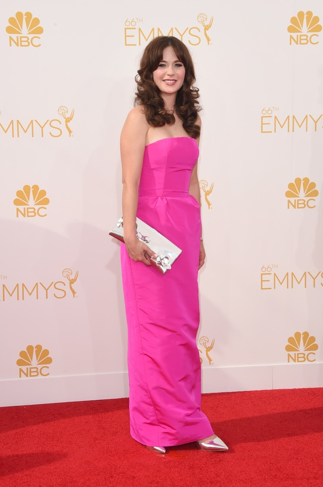 Zooey Deschanel in pink Oscar de la Renta gown