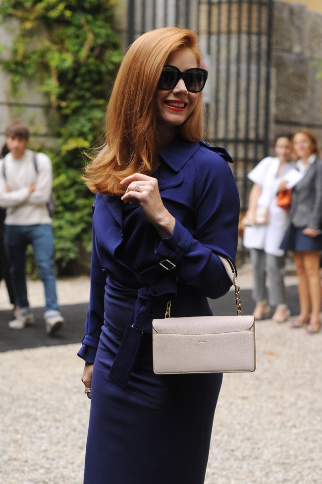 amy-adams-blue-max-mara-dress02