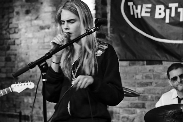 cara-delevingne-singing