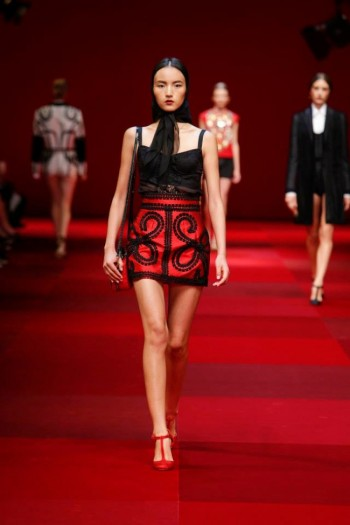Dolce & Gabbana Look to Spain for Spring 2015