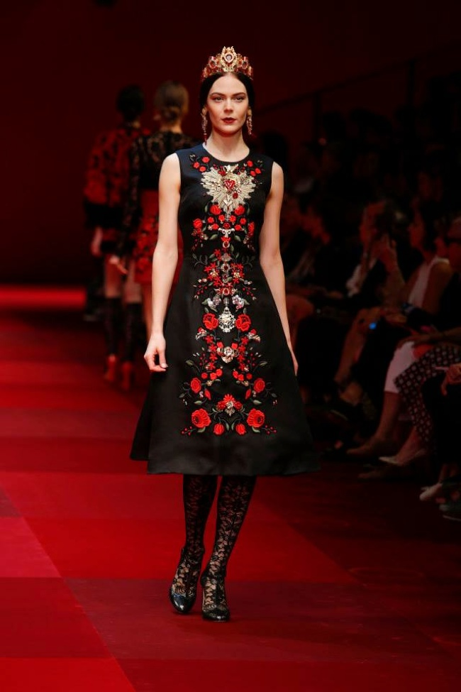 b5a55aa6e8 Dolce   Gabbana Look to Spain for Spring 2015