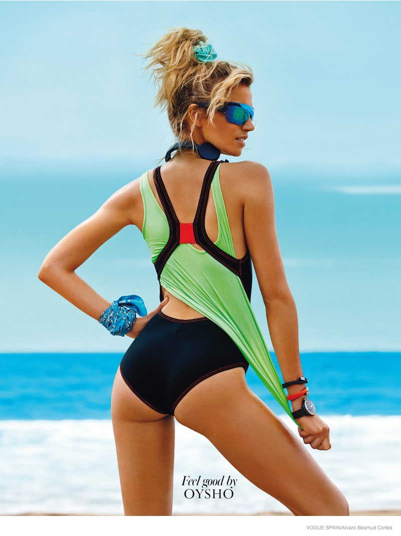 fitness fashion cato van ee02 Cato Van Ee Gets Fit at the Beach for Alvaro Beamud Cortes Shoot in Vogue Spain