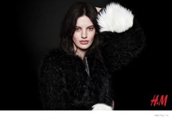 Amanda Murphy Goes 90s in H&M Fashion Statement Campaign