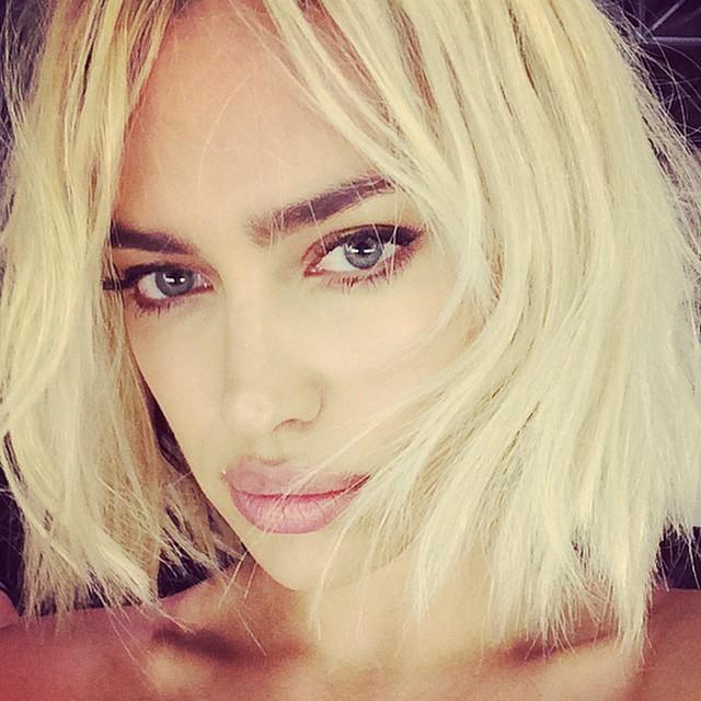 Irina Shayk shows off blonde wig look