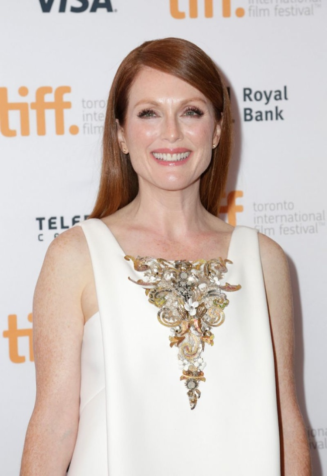 julianne-moore-white-chanel-couture-dress02