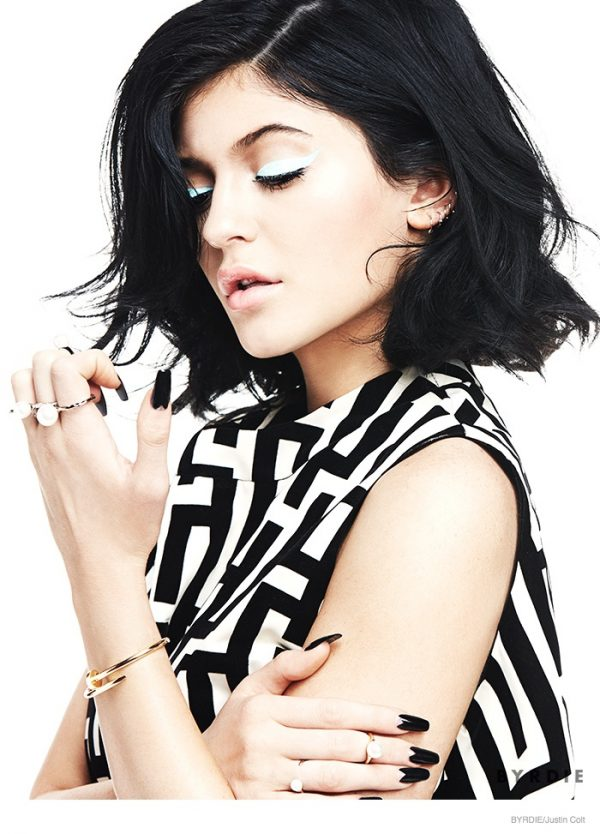 kylie-jenner-sixties-beauty-makeup01
