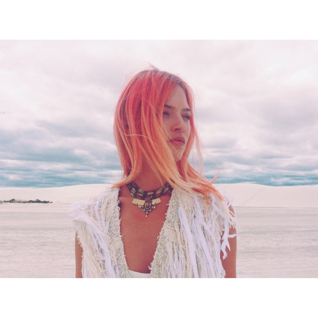 Martha Hunt shows off pink hair look