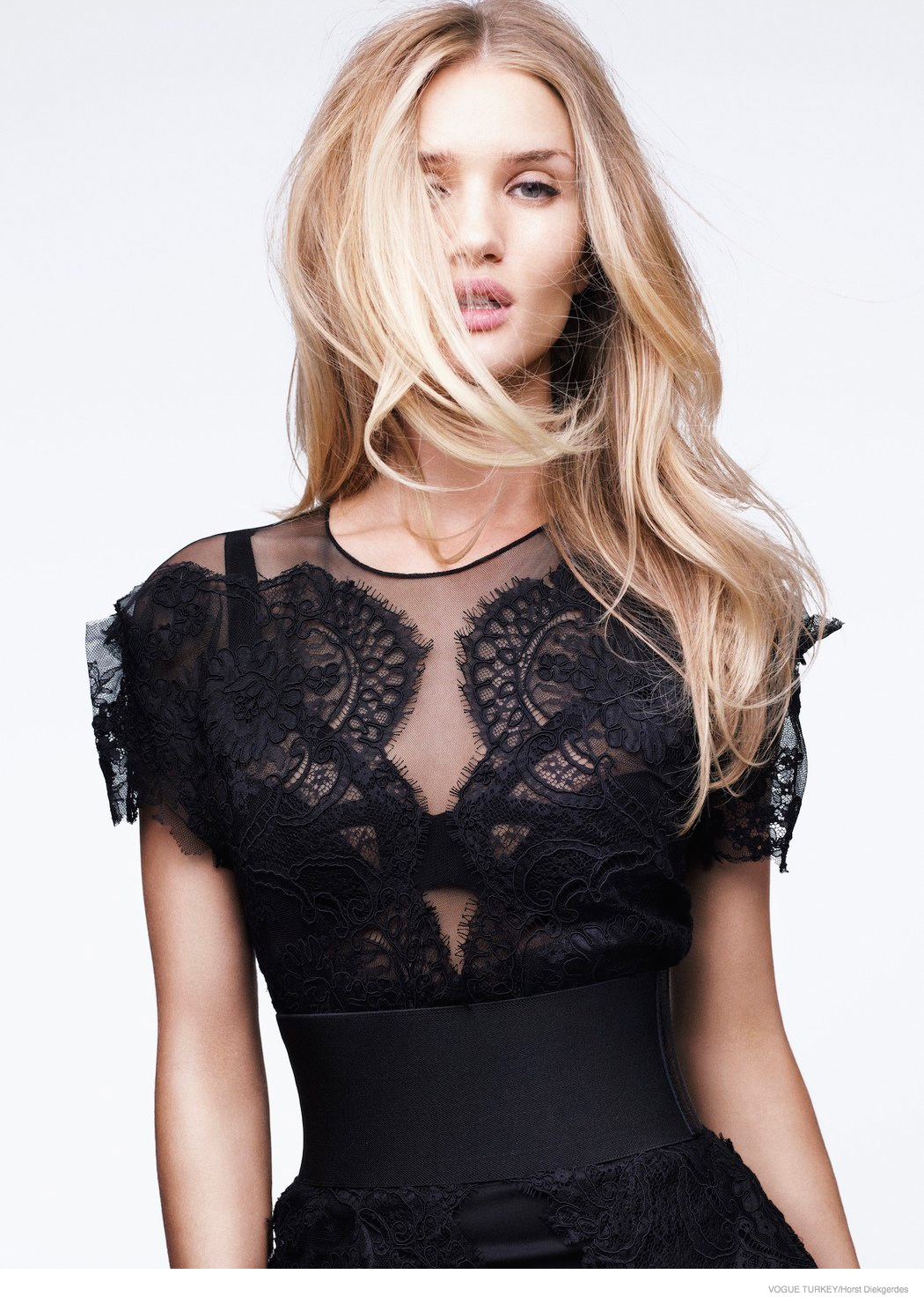 rosie-huntington-whiteley-lace-looks01