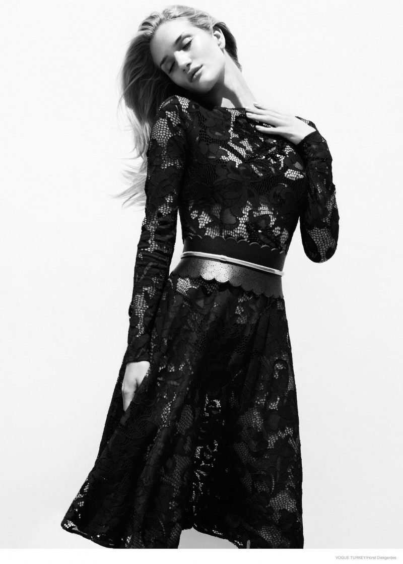 rosie-huntington-whiteley-lace-looks04